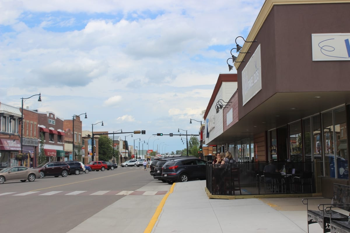 Town of Olds Sidewalk Cafe view